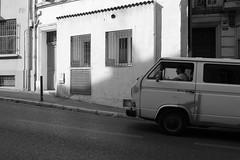 Profil camionette (zuhmha) Tags: road vehicule marseille france monochrome line ligne courbe curve urban urbain street rue fenêtres portes door window people gens personne