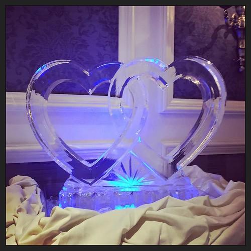 Celebrating a 50th #anniversary @renaustinhotel with this interlocking hearts #icesculpture tonight! #fullspectrumice #wedding #classiccollection #thinkoutsidetheblocks #brrriliant - Full Spectrum Ice Sculpture
