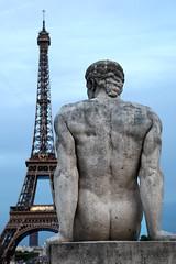 tour eiffel (maxlancio) Tags: tour eiffel parigi paris francia france statua sguardo prospettiva
