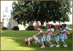 Aufwiedersehen ... hier war es schööön ... (Kindergartenkinder) Tags: sommer blumen personen kindergartenkinder garten blume park annette himstedt dolls kindra sanrike milina wasserschlosslembeck setina tivi annemoni
