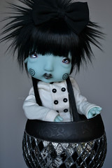 Cup of cuteness (Mientsje) Tags: nefer kane circus humpty dumpty green yosd cute doll bjd ball jointed goth gothic egg