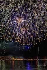 Feuerwerk im Golf von Saint Tropez; Cote Azure (b.stanni) Tags: wasser water wellen reflection urlaub ufer summer outdoor idylle licht light himmel sommer landschaft landscape lake natur nature nachtaufnahme meer mittelmeer frankreich cote azure