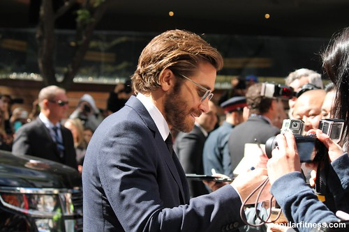 Jake Gyllenhaal Signs Autograph at TIFF17