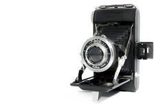 KINAX (Jordi Calaveras) Tags: kinax camera highkey photografy object old vintage wb blackandwhite