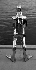 Norway 1 (pjarc) Tags: europe europa norway norvegia norwegian oslo 2017 city città sculpture scultura sub riflesso reflex uomo man decoro foto photo bw black white digital nikon dx allaperto