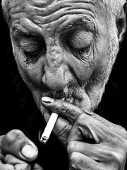 Efecto Dragan con PS (Antonio Goya) Tags: zaragoza españa spain retrato portrait dragan dramatic dramatico blancoynegro blackandwhite bn bw old man one closed outdoor omd olympus dng xataca dzoom