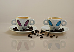 2017 Sydney: a couple of (Alien) coffees (dominotic) Tags: 2017 food drink coffee coffeebeans smileonsaturday crazycouples illycoffeealiencup white purple blue reflection sydney australia