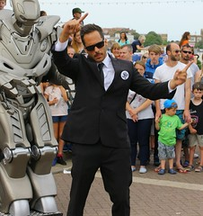 FUNK6660 (Graham Ó Síodhacháin) Tags: broadstairswatergala 2017 broadstairs watergala titantherobot creativecommons