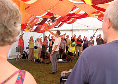 2017.08.27-Sun-PK-GB17_072 (Greenbelt Festival Official Pictures) Tags: greenbelt boughtonhouse commongood forge gb17 kettering letthepeoplesing nicholasthurston richardnavarro sunday authorphilipking event festival greenbelt2017 httpswwwflickrcomphotosmuonphil music official participation philipkingphotographygmailcom scratchchoir singing workshop