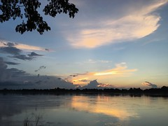 Phon Phisai sunset (SierraSunrise) Tags: thailand phonphisai nongkhai sunset sky skies river water mekong mekongriver reflection clouds