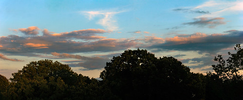 "Abendhimmel im Juli (01) • <a style=""font-size:0.8em;"" href=""http://www.flickr.com/photos/69570948@N04/36501249596/"" target=""_blank"">View on Flickr</a>"