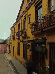 ALLEY (llicela) Tags: alley valparaiso home arquitecture yellow