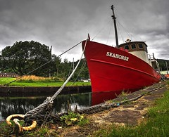 A new lick of paint for Seahorse (velton) Tags: bowling scotland clyde forth canal