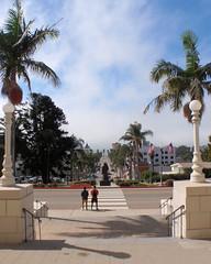 012 Contemplating The Statue Clue (saschmitz_earthlink_net) Tags: 2017 california orienteering laoc losangelesorienteeringclub venturacounty ventura