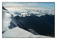 Neve e nuvole (Matteo Bersani) Tags: montagnemontagnesgebirgemountainmontañasгоры paesaggiopaysagelandscapepaisajelandschaftпейзаж panorama nuvoleclouds cresta ombrashadow mattina morning alpialps alpinismo ghiaccio ghiacciaio ice sonyalpha58 tamron18200 monterosa ludwingshohe
