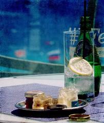 Mezzogiorno estivo (annaritadosi) Tags: verred'eauaveccitron bouteilled'eau bottleofwater bottle summer bicchiere verre glass sea mare tavolo table senape mutard limone citron lemon acqua eau water