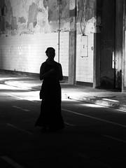 Silhouette (Francisco (PortoPortugal)) Tags: 2102017 20160618fpbo3375 bw nb pb monochrome light luz sombra shadow interiores indoors pessoas people urbex porto portugal portografiaassociaçãofotográficadoporto franciscooliveira