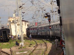 Navtanwa- Gorakhpur Passenger Moves Towards RRI Cabin At Gorakhpur Jn. (Avinash Pandey.) Tags: ngc flickrunitedawards indianrailways gorakhpur india train express passenger