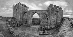 Alburquerque en bn (AITANA64) Tags: flickrawardgallery flickrawards flickrestrellas flickrunitedaward aitana64 alburquerque extremadura badajoz castillos castle