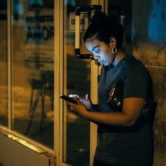 Where Are You? (toletoletole (www.levold.de/photosphere)) Tags: cuba fujixpro2 kuba xf56mmf12 street fuji night porträt youngwoman jungefrau portrait smartphone nacht habana havana havanna fui