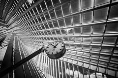 12:51 pm (Blende1.8) Tags: santiagocalatrava liègeguillemins liège station bahnhof trainstation clock watch time bahnhofsuhr uhr lines linien architecture architektur urban 12mm voigtländer sony alpha ilce7m2 a7m2 a7ii black white blackandwhite sw schwarzweiss