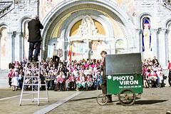 Photo Viron (dominiquita52) Tags: street photography lourdes pyrénées pelerinage
