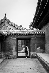 Labyrinth (Go-tea 郭天) Tags: pékin beijingshi chine cn beijing forbidden city imperial palace old traditional tradition history historical historic ancient pavillons road wall roof tourist touristic candid back backside labyrinth through backpack man door cross crossing frame dragon pavement line grid street urban outside outdoor people bw bnw black white blackwhite blackandwhite monochrome naturallight natural light asia asian china chinese canon eos 100d 24mm prime walking walk discoring exploring