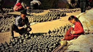 NEPAL , Bhaktapur, Tempel , Pagoden usw. , Töpfermarkt und - handwerk, 16445/8760