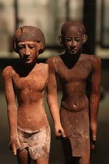 Walk like an egyptian (unnamedcrewmember) Tags: walk like an egyptian ägyptisch ägypten skulpturen skulptur figuren jungs boys museum erich kestner
