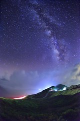 Milky Way, Mountain Hehuan (Vincent_Ting) Tags: 合歡山 合歡主峰 夕照 sunset 雲海 雲 clouds 主峰登山口 sky 南投縣 仁愛鄉 台灣 taiwan formosa 高山 雲彩 夕彩 flare 日芒 星軌 星空 star startrails trails 車軌 night 霞光 crepuscularrays glow mountain moonlight 月光雲海 松雪樓 太魯閣國家公園 銀河 milkyway galaxy 日出 sunrise 武嶺 昆陽 hthehuan 玉山杜鵑 高山杜鵑 玉山箭竹 虎杖 vincentting mountainhehuan seaofclouds