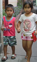 brother and sister hand in hand (the foreign photographer - ฝรั่งถ่) Tags: feb272016nikon brother sister hand khlong thanon portraits bangkhen bangkok thailand nikon d3200