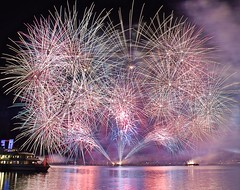 Geneva fireworks festival 2017 (somabiswas) Tags: saariysqualitypictures switzerland lake geneva fireworks 2017 d5600 ferry night lgihts