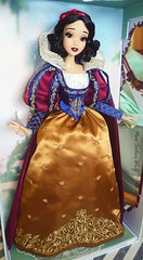 ** Snow White Limited Edition Doll D23 Exclusive ** (NєωSαℓємWσℓƒ ♛) Tags: d23 exclusive doll limited disney snow white dwarfs queen princess magic fairytale prince details blancanieves collector beautiful fairest them all mirror movie animation walt