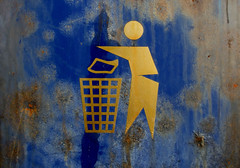 Keep Britain Tidy  (Explore 14/09/17) (only lines) Tags: keepbritaintidy litter rubbish bin pictogram waste sign blue folkestone