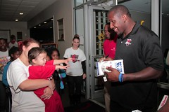 """thomas-davis-defending-dreams-foundation-thanksgiving-at-lolas-0225 • <a style=""""font-size:0.8em;"""" href=""""http://www.flickr.com/photos/158886553@N02/37185058995/"""" target=""""_blank"""">View on Flickr</a>"""