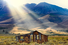 Sunbeams and That395House (pixelmama) Tags: california easternsierras hwy395 leevining monocounty pixelmama that395house sunbeams