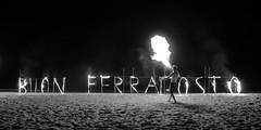 buon ferragosto (sanino fabrizio) Tags: ferragosto vacanza artista fuoco di strada spiaggia lido abruzzo italia sabbia bianco e nero monocromo canon 550d 1855 tor tortoreto