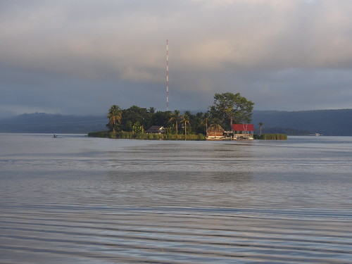 Amanece en la Isla de Flores, Petén