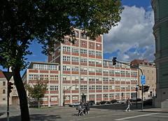 Ein Baudenkmal der Nachkriegsjahre in Augsburg (Wolfgang Bazer) Tags: textilberufsgenossenschft volkhartstrase 6 augsburg nachkriegsarchitektur schwaben swabia bayern bavaria deutschland germany