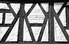 Wenn dieses Haus so lange hält bis Not und Haß und Leid zerfällt_bw (Lesya Grammatey) Tags: hausspruch fachwerkhaus timbered house old saying