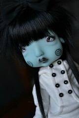 Sparkling eyes (Mientsje) Tags: nefer kane circus humpty dumpty green yosd cute doll bjd ball jointed goth gothic egg