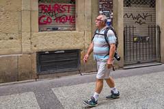 Tourist ... Welcome! (Juan Ig. Llana) Tags: donostia euskadi españa es sansebastián turismo turista pintada mensaje grafitti zb gente explore