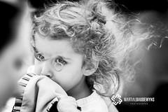 La petite fille au lunettes en cheveux... (Martial Baudewyns photographe) Tags: marsatak martial baudewyns bw nb enfants children cheveux