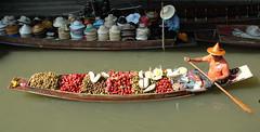 Damnoen Saduk Floating Market (uwematthaeus) Tags: thailand floatingmarket people street uwematthaeus asia travel market boat fruit