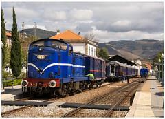 Pinhão 09-04-16 (P.Soares) Tags: 1400 comboio train comboios locomotiva portugal portugalferroviário trains tren transportesxxi terminalintermodal lusocarris linhadodouro