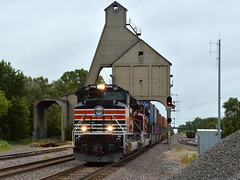 Chute Me (Robby Gragg) Tags: up sp sd70ace 1996 de kalb