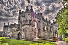 CFR9247 Kilkenny castle (Carlos F1) Tags: ireland irlanda vacaciones holidays kilkenny castillo castle old ancient viejo antiguo arquitectura architecture nikon d300 hdr garden jardín fortaleza