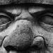 les yeux vides des statues