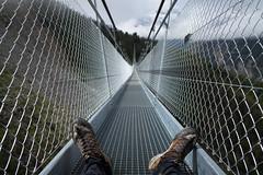 chalzers da muntogna (Bergschuhe) @ Charles Kuonen Hängebrücke . Randa (VS) (Toni_V) Tags: m2404964 rangefinder digitalrangefinder messsucher leica leicam mp 28mm elmaritm12828asph hiking wanderung randonnée escursione brücke suspensionbridge bridge hängebrücke hängebrückeranda charleskuonenhängebrücke randa perspective dof bokeh alps alpen wallis oberwallis valais europaweg grächenzermatt thelongest maschendraht gitterrost scarpa zenpro me switzerland schweiz suisse svizzera svizra europe ©toniv 2017 170812