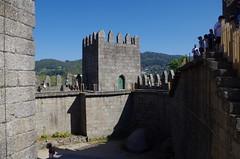 Castillo Guimaraes (interior) IMGP0406 (Rafael Jiménez) Tags: guimaraes guimaraesportugal portugal castillo castle